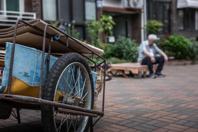 韩老年人贫困率居OECD首位 超九成老人养老问题堪忧