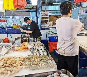 [NNA] 싱가포르 주롱항 집단감염 발생... 시내 생선시장에도 확산