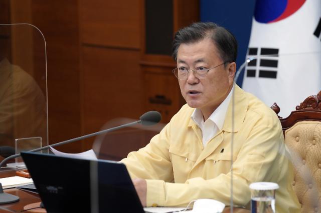 """문 대통령 """"김홍빈 대장 14좌 완등, 국민들에 자랑·희망"""""""