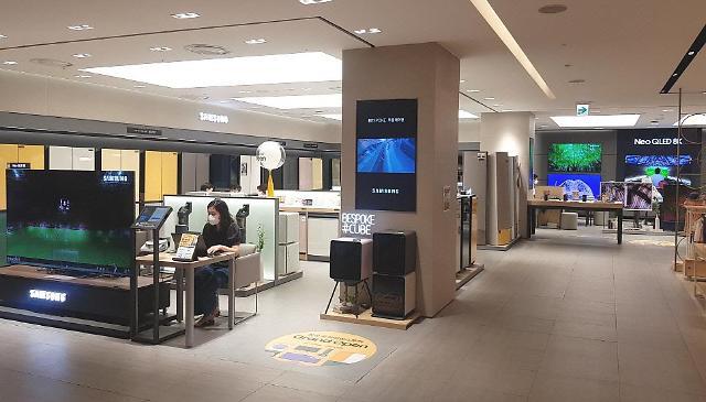 해외여행 대신 백화점서 프리미엄 가전사는 2030
