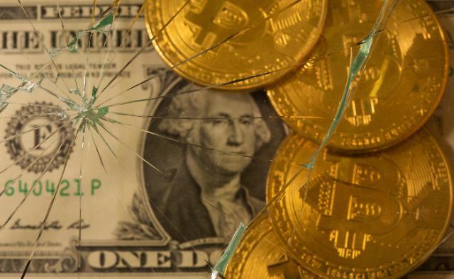비트코인, 1개월만 3만 달러 붕괴...하루 동안 104조 증발