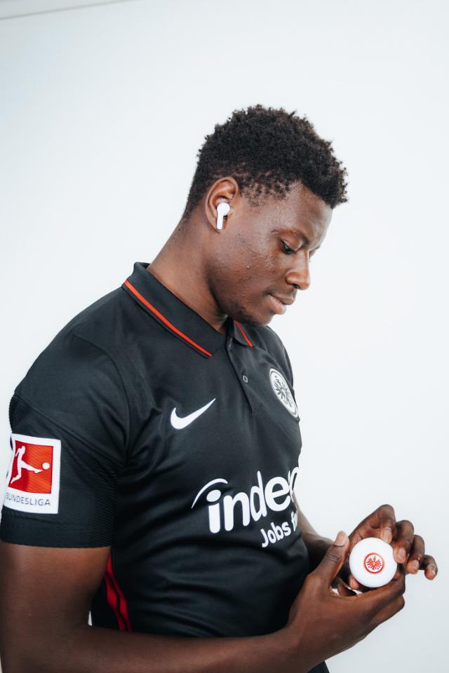 'LG 톤프리' 변신은 무죄…독일 축구 클럽과 협업