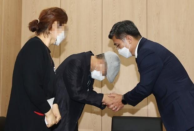 """서욱 국방, 공군 부사관 부친이 올린 靑청원에 """"책임자 처벌"""""""