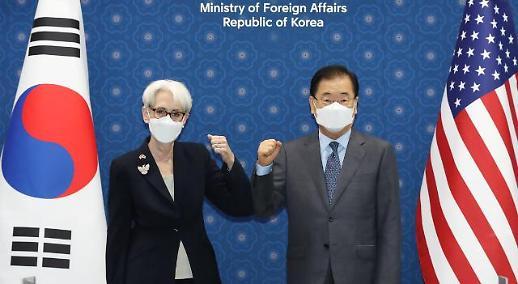 韩外长郑义溶在首尔会见美副国务卿舍曼