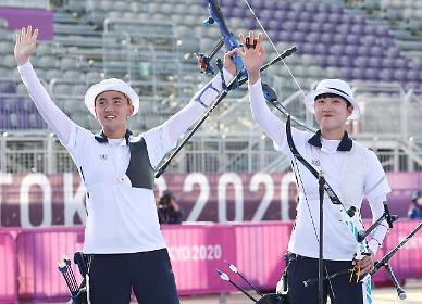 [도쿄올림픽 2020] 김제덕·안산, 혼성전서 한국 선수단 첫 금메달 (포토)