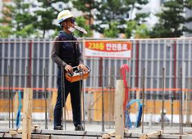 午後2~5時には工事中止・・・政府、猛暑労働者保護対策を推進