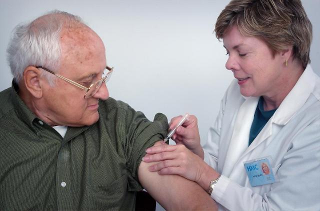 [NNA] 코로나와 독감 백신, 다 맞으려면 최소 2주 간격둬야