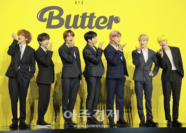 """""""방탄이 방탄을 이겼다"""" 방탄소년단 버터, 빌보드 정상 재탈환"""