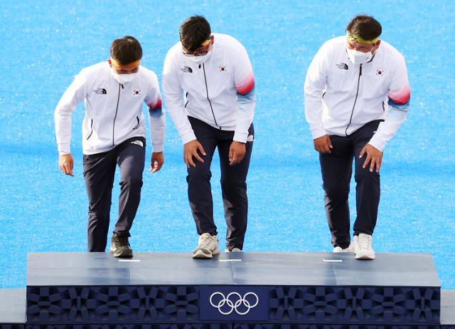 """[도쿄올림픽 2020] 文, 男양궁팀·안창림에 축전…""""조국 위한 투혼"""""""