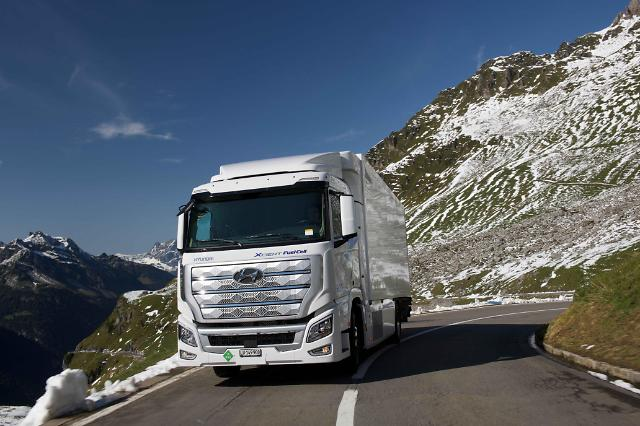 Hyundais hydrogen fuel cell truck secures solid bridgehead for U.S. distribution