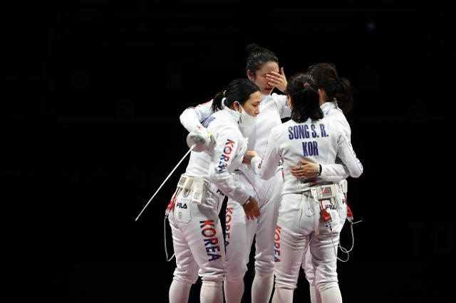[도쿄올림픽 2020] 한국 펜싱 여자 에페, 9년 만에 올림픽 단체전 은메달 (포토)