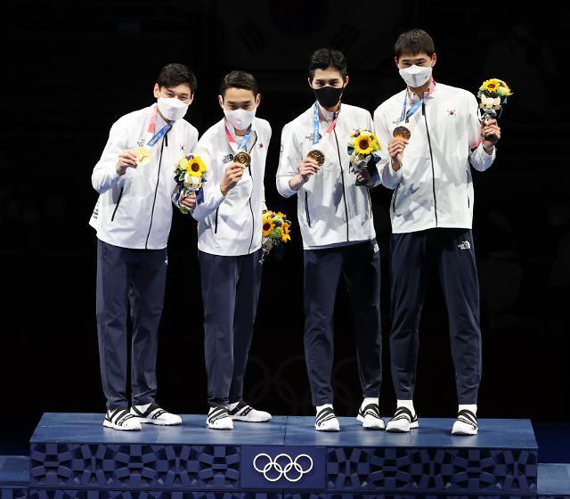 사브르 단체전 금메달 딴 한국 남자 펜싱