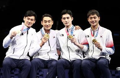 [도쿄올림픽 2020] 사브르 검객들의 금메달 미소 (포토)