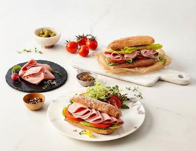 Shinsegae jumps into alternative meat market, rolls out cold cut sandwich thru Starbucks