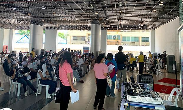 태국, 접종순서를 기다리는 시민들