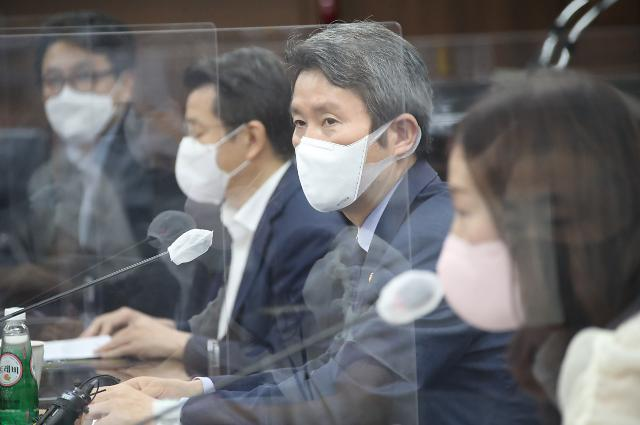 남북 통신연락선 복원되자마자...통일부, 대북 인도물자 2건 반출승인