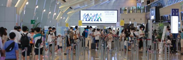 [포토] 여름 휴가철 시작, 북적이는 김포공항