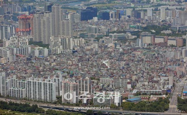 서민 주택 실종시대…수도권 중위 집값 10개월새 1억원 올라