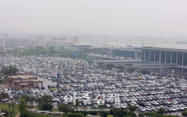 [포토] 차량으로 꽉 찬 김포공항 주차장