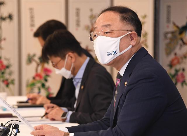 """홍남기 """"방역 최우선 두면서 경제회복 흐름 이어가겠다""""...부동산 문제는 함구"""