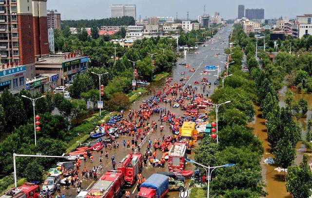 중국 허난성 폭우 사망자 302명으로 급증···정저우에 피해 집중