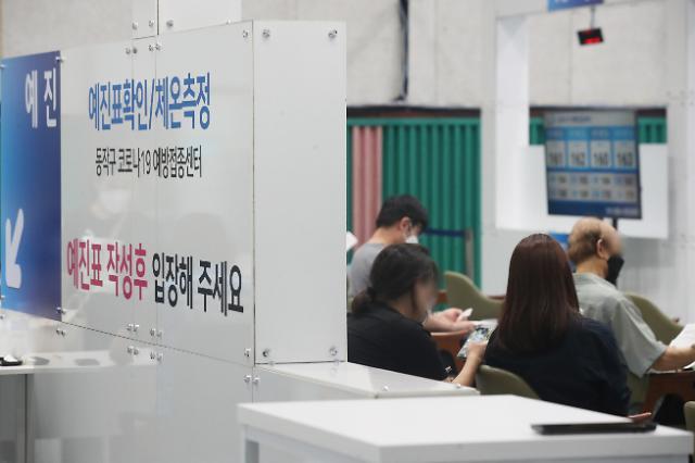 """[코로나19] 신규확진 1100명대 예상···""""주말 영향에 주춤"""""""