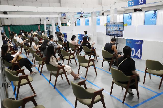 韩国首剂接种者超2000万 青壮年人群疫苗预约启动