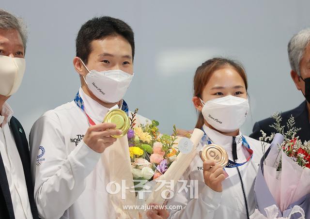 [도쿄올림픽 2020] 신재환-여서정, 금의환향 (포토)