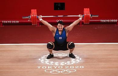 [도쿄올림픽 2020] 400㎏ 들어 올린 진윤성, 6위로 마쳐