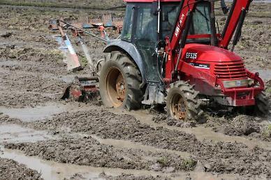 농부 없이 혼자 밭 간다...내년 초 자율주행 트랙터 상용화 추진