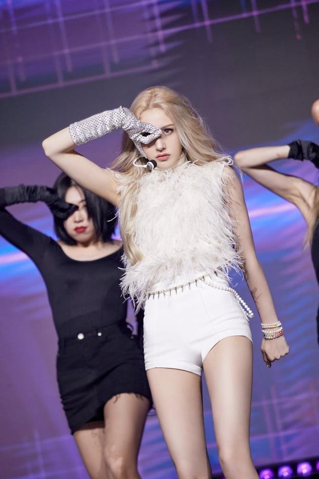 Jeon So-mi's DUMB DUMB surpasses 15 mln views in less than two days
