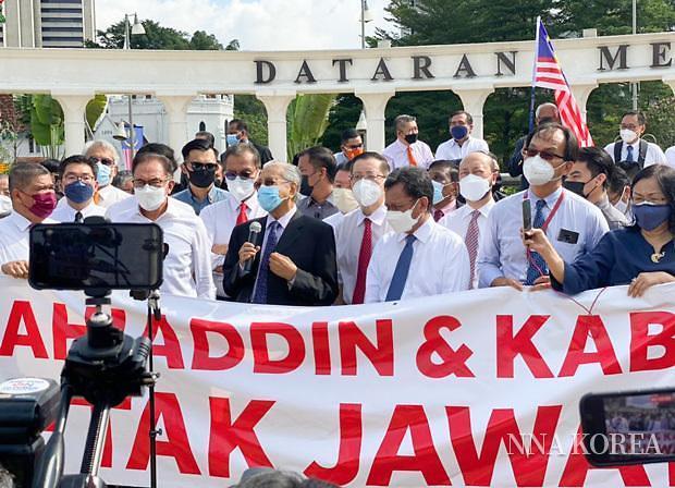 독립광장에서 시위하는 마하티르 전 총리