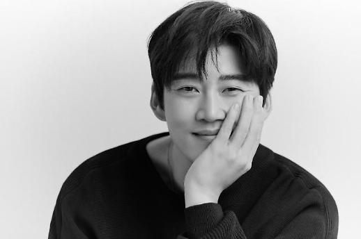 韩国演员尹启相将与圈外女友结婚
