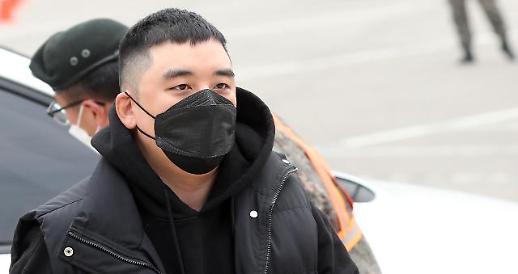韩法院判处李胜利有期徒刑三年 