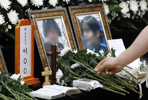 해군 성추행 피해 女중사 사망 하루 만에 순직 결정...공군 李중사는 언제