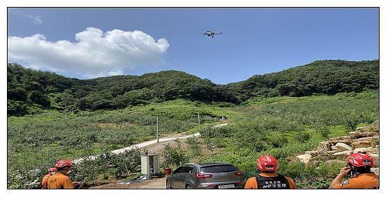 Rescuers use drones to locate and rescue lost hikers