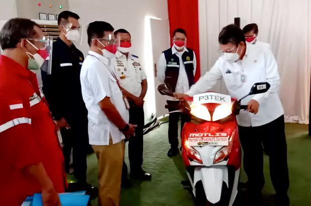 [NNA] 印尼, 전동오토바이 전환 시범사업 개시… 수도권 100대 목표