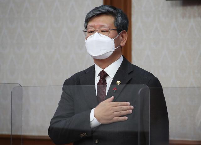 검찰, 이용구 전 차관에 폭행당한 택시기사 소환 조사