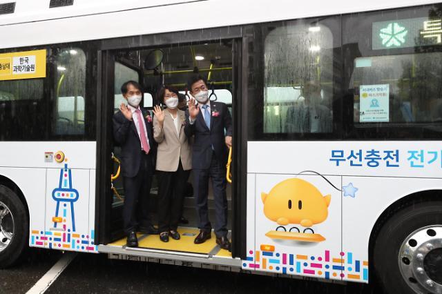 미래형 친환경 버스 '올레브'...대덕특구 누빈다