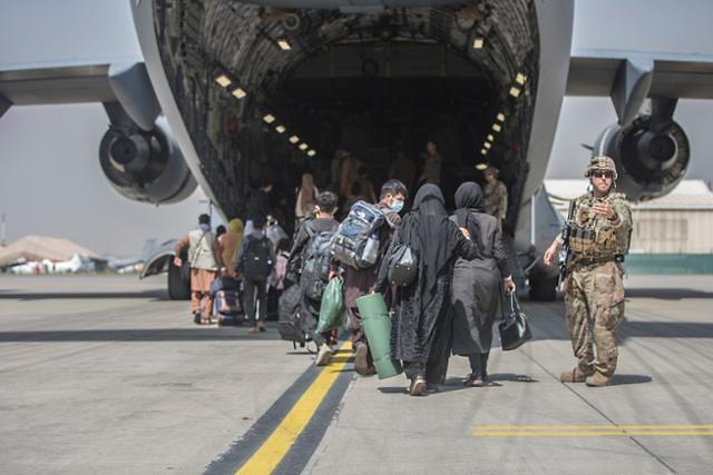 """아프간 협력자 380여명 내일 입국...""""난민 아닌 특별공로자"""""""