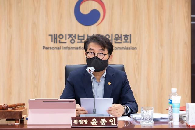 """페이스북, 친구 대신 찾아주다 과징금 64억원…""""개인정보 무단수집"""""""