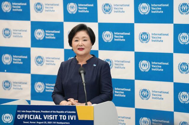 """김정숙 여사 """"국경 없는 백신 연대…인류 건강한 내일 기원"""""""