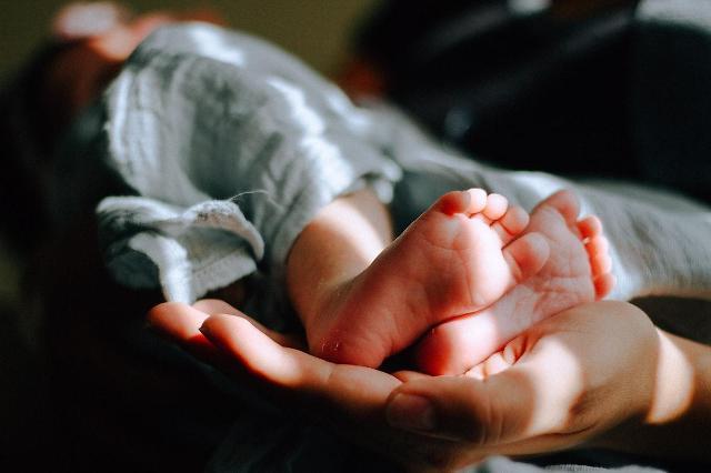 [NNA] 中, 육아와 고령자 돌봄에 1200억엔 투입… 저출산 해소 위해