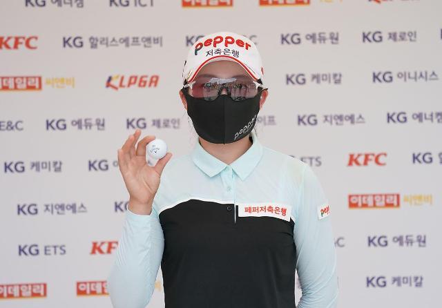 김자영 조언받는 지수진, KLPGA서 또 홀인원