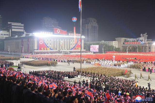 [포토] 북한, 정권수립 73주년 경축 민간·안전무력 열병식