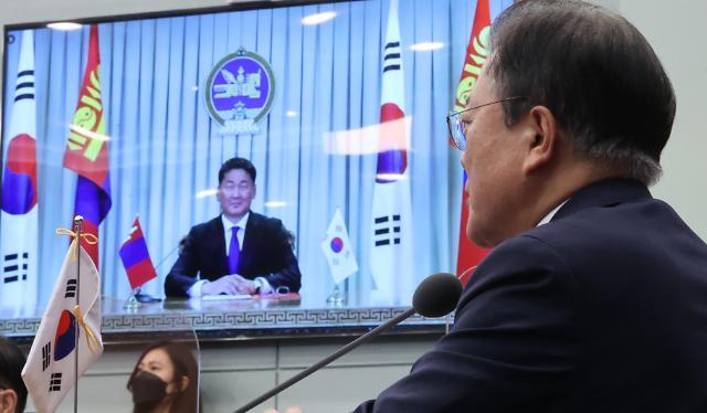 """문 대통령 """"한·몽골, 전략적 동반자 관계 격상…공동번영 기대"""""""