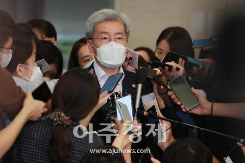 """고승범 """"이자상환 유예 고민 중...기업부채도 걱정"""""""