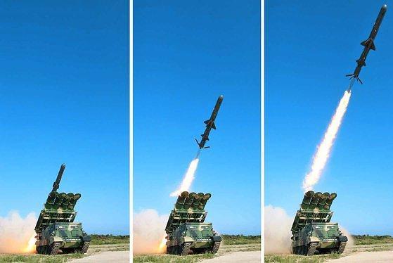 """북한 """"신형 장거리순항미사일 시험발사""""...김정은 참관 안해"""