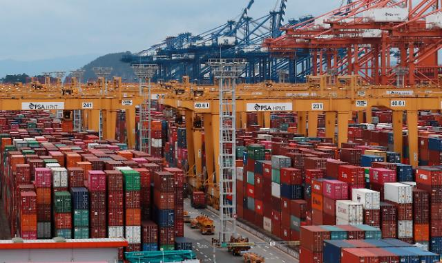 9월 1∼10일 수출 30.7%↑…반도체 주춤 무역수지는 적자