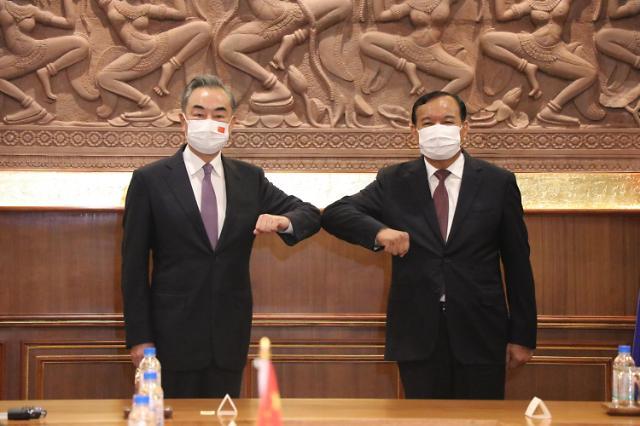 """중국 언론 """"中 왕이 아시아 순방은 외교 관계 강화 위한 것"""""""
